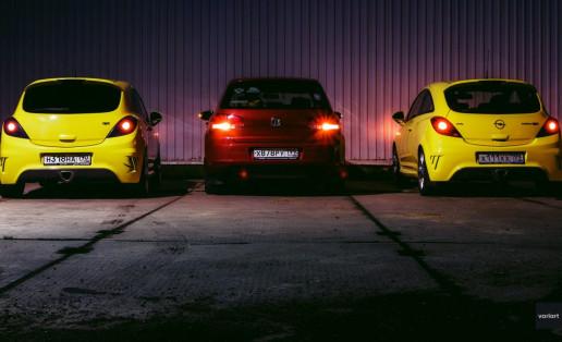 Две желтые Opel Corsa OPC и Volkswagen Golf 6